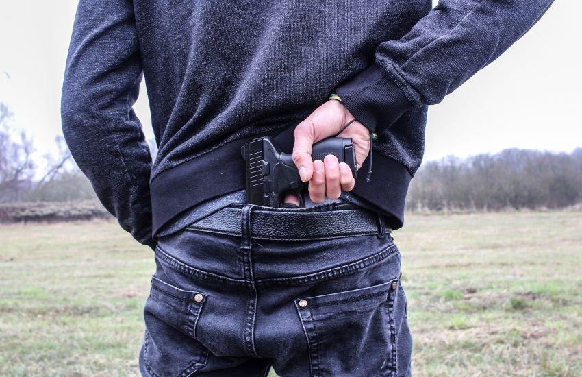 Rapinò e minacciò il dipendente di un parcheggio a Pozzuoli portando via 3.500 euro, arrestato 32enne