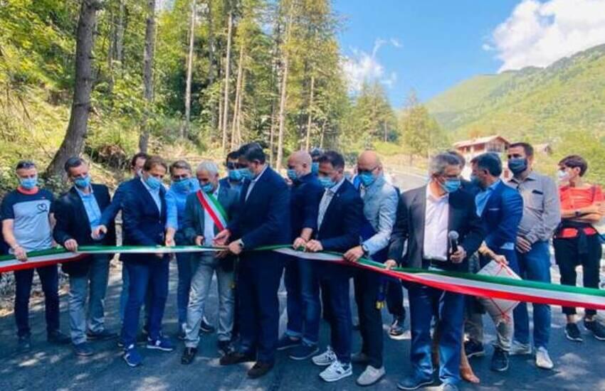 Monesi, inaugurata la strada distrutta dall'alluvione 2016. Piana: «Oggi inizia la rinascita di questo bellissimo angolo di Liguria»