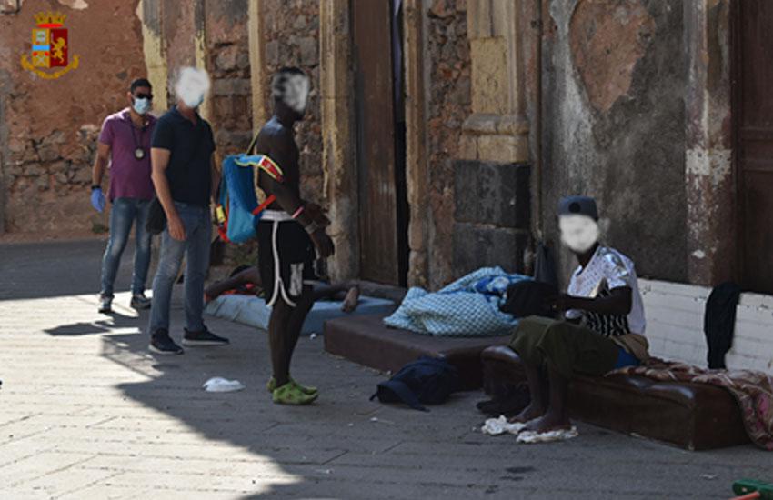 San Berillo, maxi operazione della polizia ieri mattina: espulsi alcuni gambiani (VIDEO)