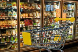 Consumi a Natale, meno 12%. Un italiano su tre spende meno di 50 euro per il cenone