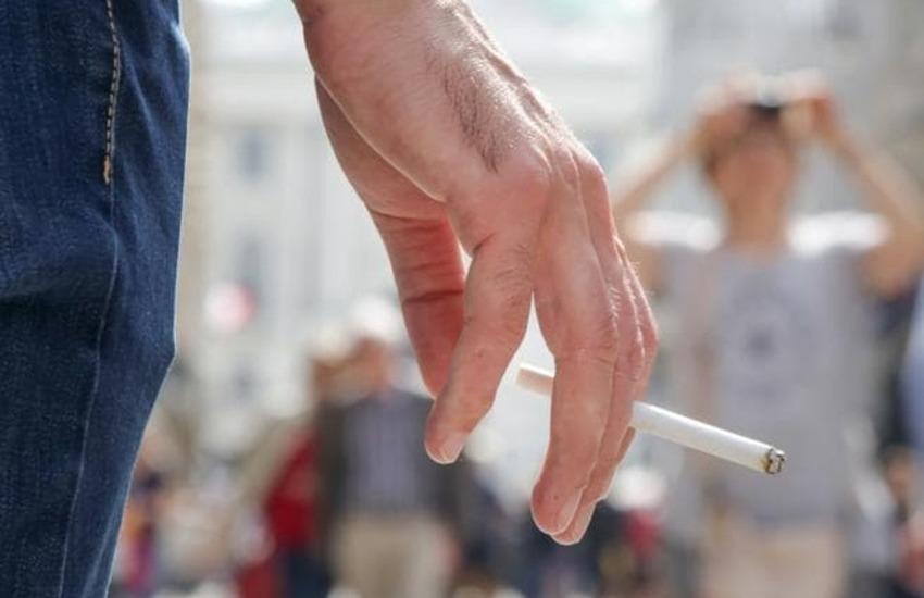 Milano come New York, divieto di fumare all'aperto in città. Multe fino a 240 euro