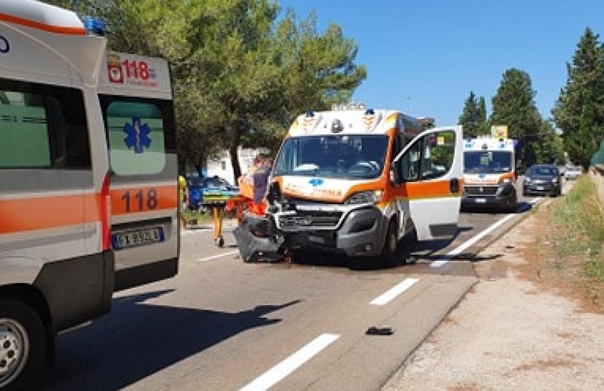 Terribile incidente a Villa Convento, scontro frontale tra auto e ambulanza
