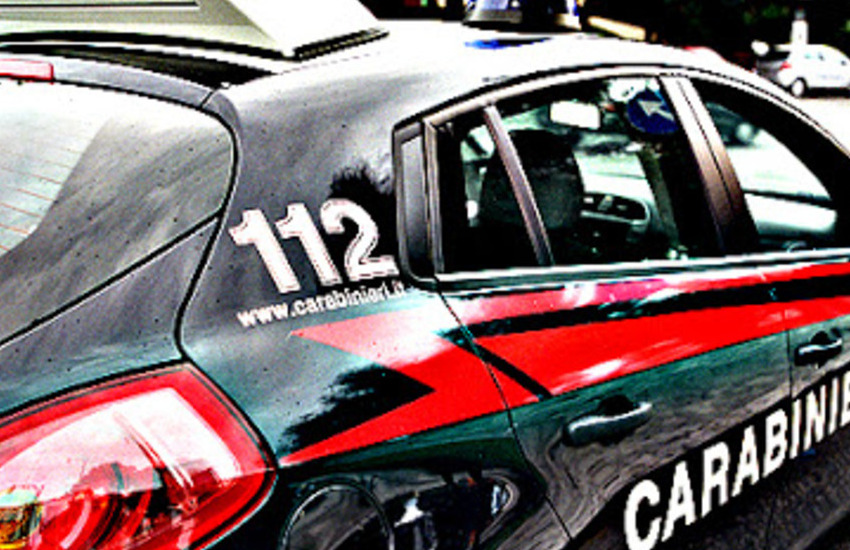 Musile di Piave, arrestato per aver danneggiato auto e vetrine: sequestrati una dose di cocaina e 1300 euro