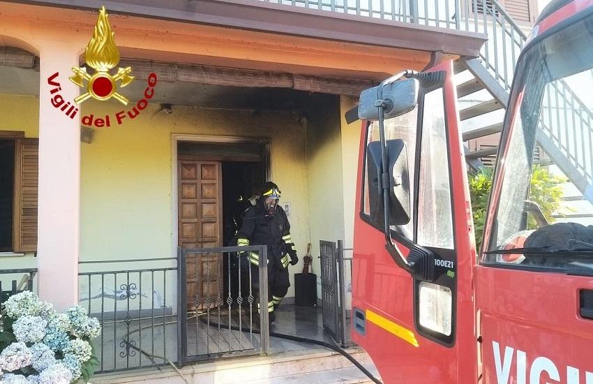 Avellino – Nel pomeriggio in fiamme due abitazioni a Tufo e Montemiletto. Nessun ferito, danni ingenti