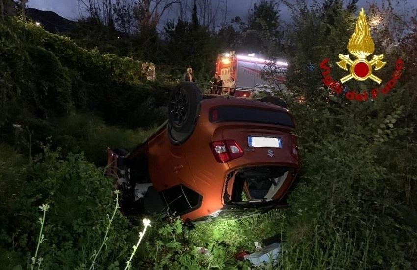 Pietrastornina – Auto sbanda e si ribalta nella scarpata, feriti quattro ventenni