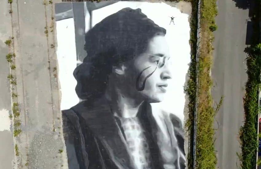 Napoli, un murales da record: oltre 1500 metri quadrati. Così Jorit ricorda Rosa Parks