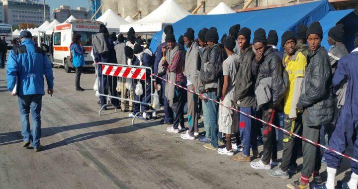 """Catania, respinti 10 tunisini sbarcati dalla """"Excellent"""""""