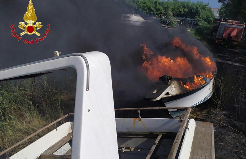 """Giornata calda per i """"domatori di fiamme"""". I Vigili del Fuoco hanno evitato danni gravi"""