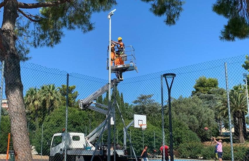 Telecamere sui campi di basket di Parco 2 Giugno. Il Comune: così fermeremo i vandali