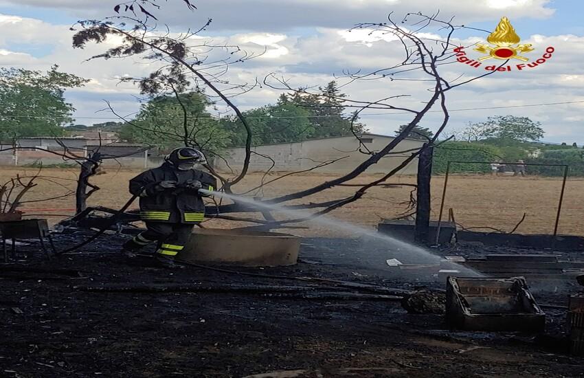 Incendio a Riotorto: l'intervento dei Vigili del Fuoco