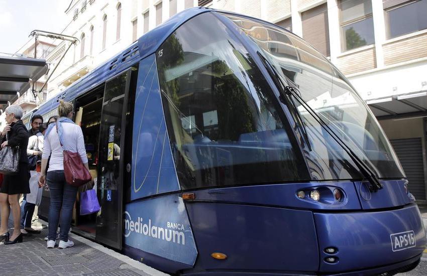 Padova, 100 corse in più del tram per la notte di Ferragosto