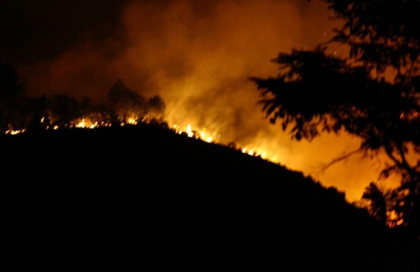 Sant'Agata de Goti: montagna in fiamme, due case evacuate