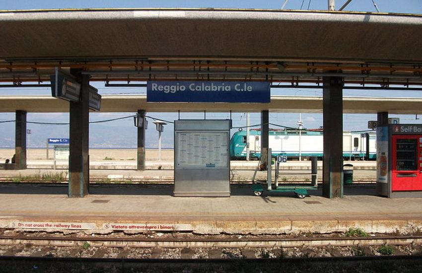 """Scrive """"Acab"""" su treno, denunciato minorenne"""