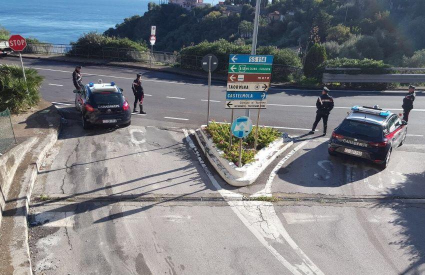 Taormina, rubano un motociclo caricandolo su un furgone: arrestati