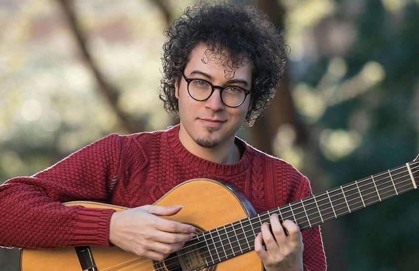 La chitarra di Andrea De Vitis al Summer Concert nel Palazzo Mazziotti di Caiazzo