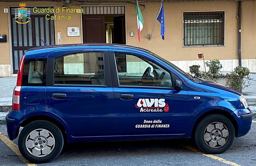 Guardia di Finanza, Catania, donata un'autovettura alla Sezione A.V.I.S. di Acireale