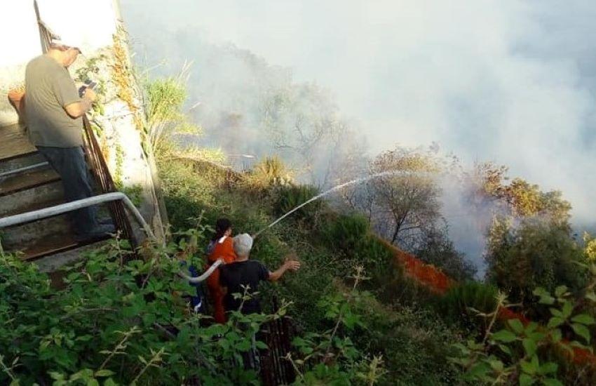 Incendio a Piraino, scoppiato a Gliaca è risalito su per la collina verso il centro