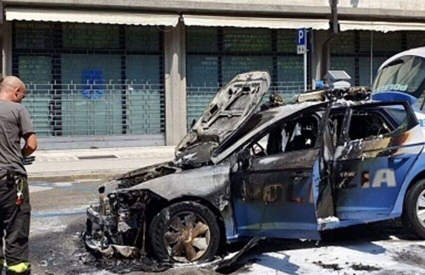 Padova, volante incendiata: poliziotti in salvo