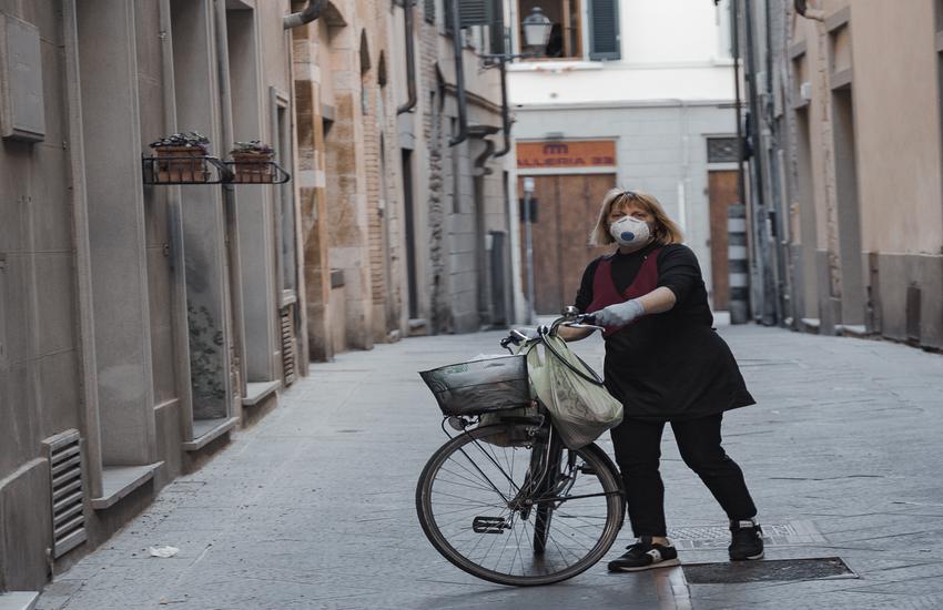Una fotografia per Prato di Lorenzo Marzano: reportage sul lockdown pratese in collaborazione con Caritas