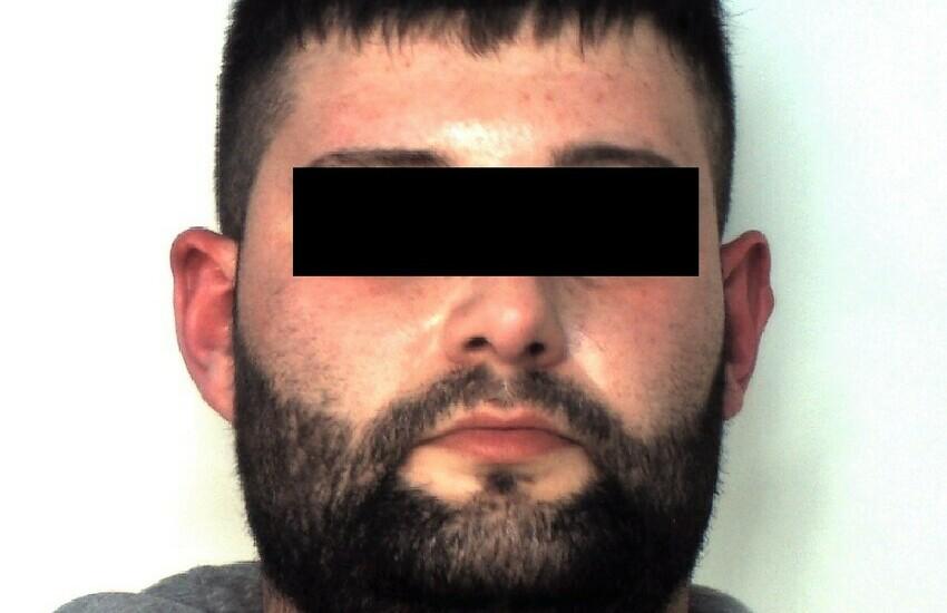 Catania, detenuto beccato in auto in via Gelso Bianco, arrestato