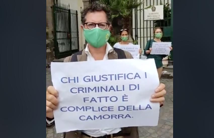 Flash mob di solidarietà al carabiniere, Borrelli: «Siamo contro le belve»