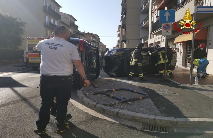 Incidente in via Ciliani, due autovetture ribaltate