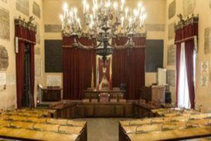 Orlando, si discute in Consiglio la mozione di sfiducia