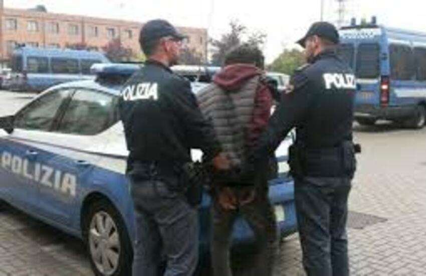 Aggredisce i poliziotti all'interno del Policlinico, arrestato 49enne barese