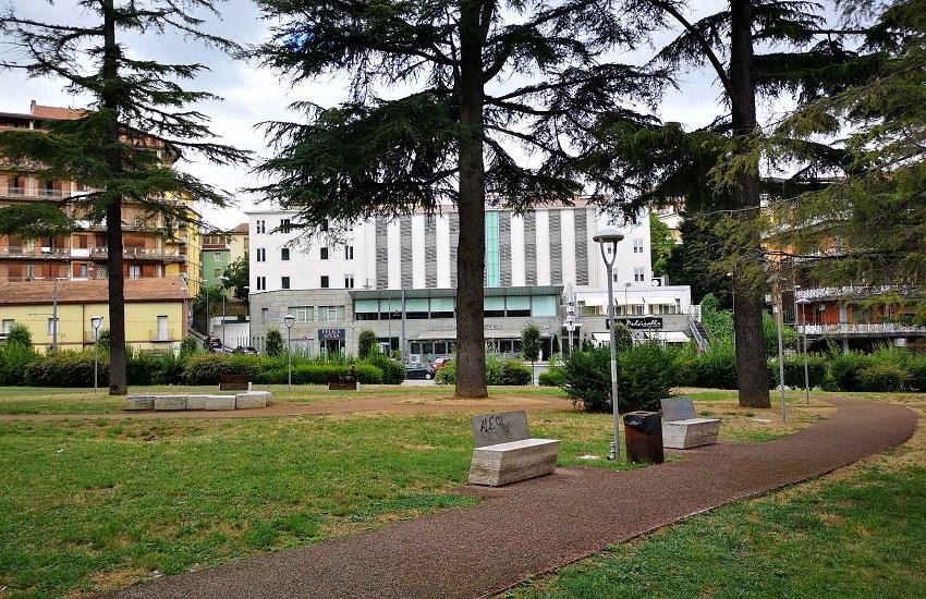 Parma – Violenta rissa in un parco, accoltellati due giovani