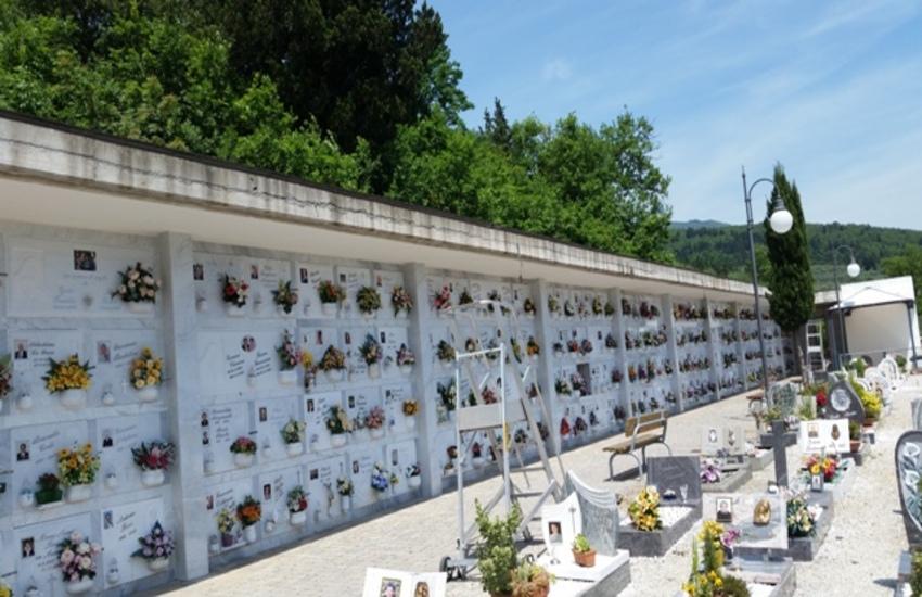 Oggetti rubati al cimitero di Montemurlo usati per messe nere: la campagna pratese è terra di  riti satanici, parla un testimone