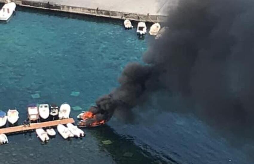 Incendio di imbarcazioni a S.Maria La Scala