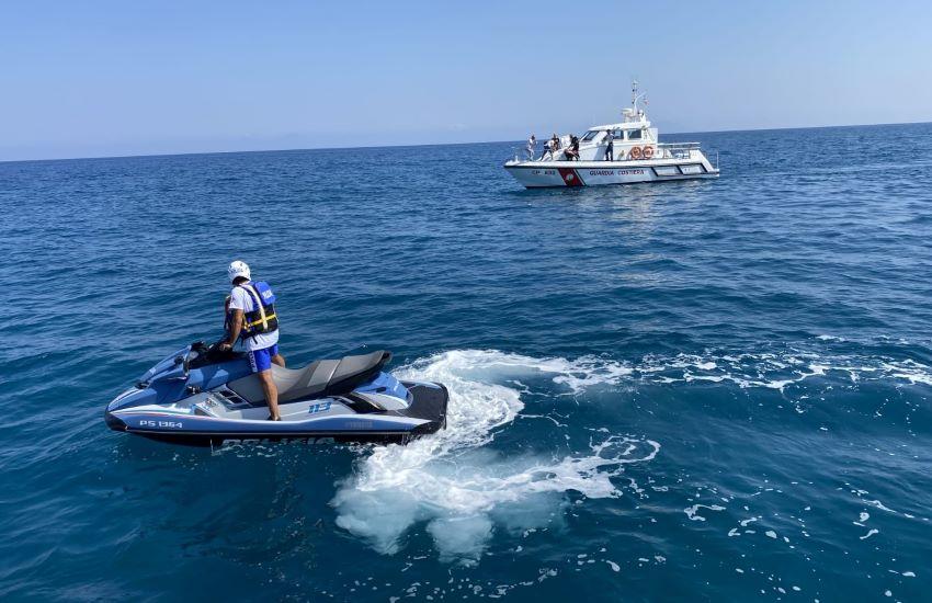 Ferragosto sulle motovedette della Guardia Costiera per i ragazzi della Rosa Blu