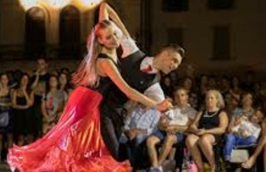 """Este, scatta """"Ballando Sotto le Stelle"""": festival internazionale di danza sportiva"""