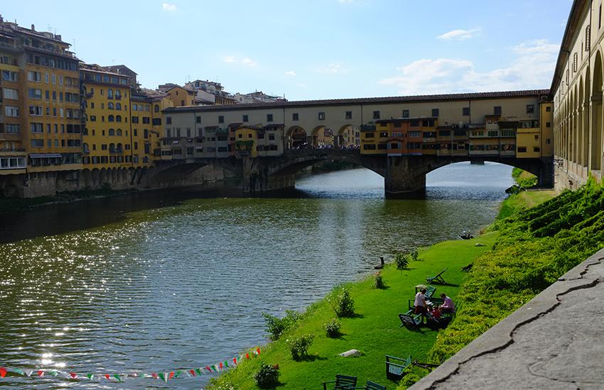 Studente originario di Monza precipita dal quarto piano e muore a Firenze