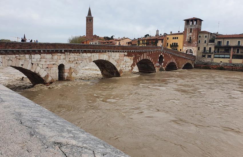 Meteo: allerta per la piena del fiume Adige