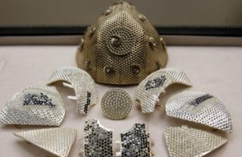 La mascherina Covid più costosa sfoggia 3,600 diamanti ed è israeliana