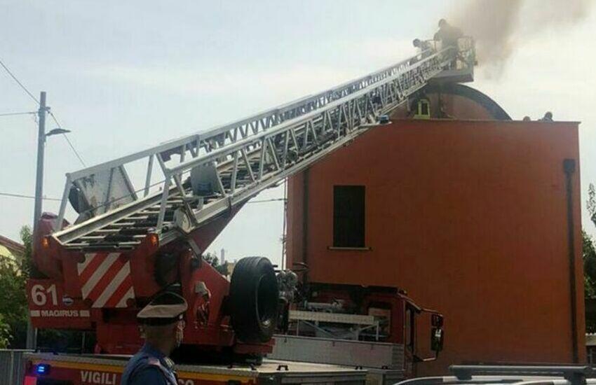 Padova, rogo in un edificio da ristrutturare: salvi tre operai all'interno