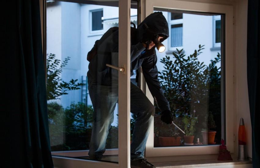 Furti in casa e filmati sui social, la Polizia arresta due giovanissimi topi d'appartamento