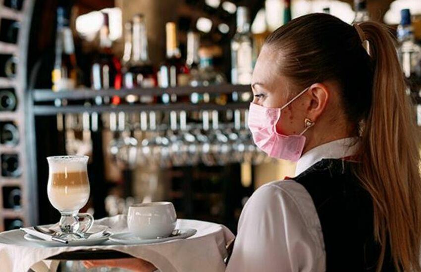 Regione Veneto, contributo per reintegro lavoratori sospesi esteso a bar, ristoranti, mense, trasporti e attività artistiche