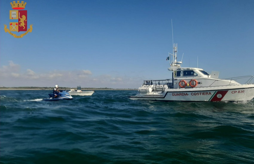 Fiumicino, in balìa delle onde a bordo di un'imbarcazione, 4 persone salvate dalla Polizia di Stato