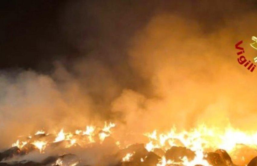 Alta Padovana, incendio ad un deposito di balle di fieno: 200 quintali di foraggio andati in fumo