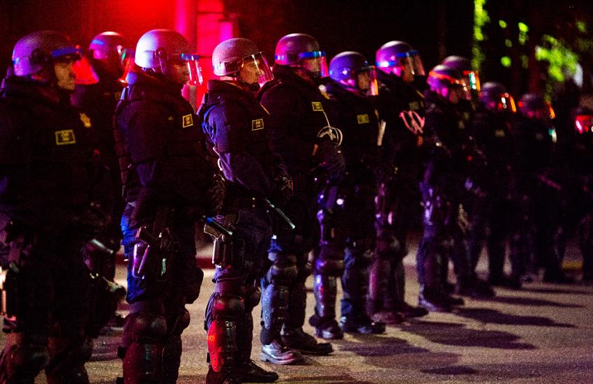 Polizia USA ammanetta 2 donne di colore insieme a 4 minori