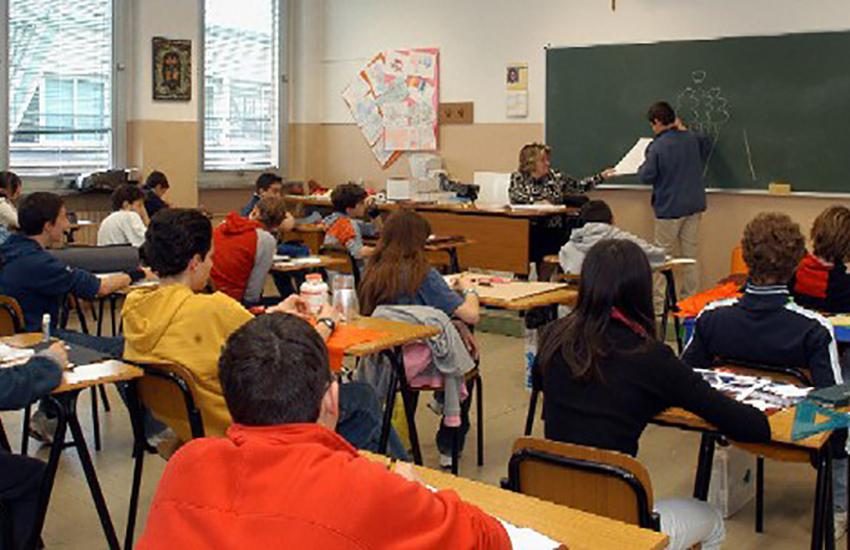 Scuole, ecco l'ordinanza: screening Covid obbligatorio  in Campania