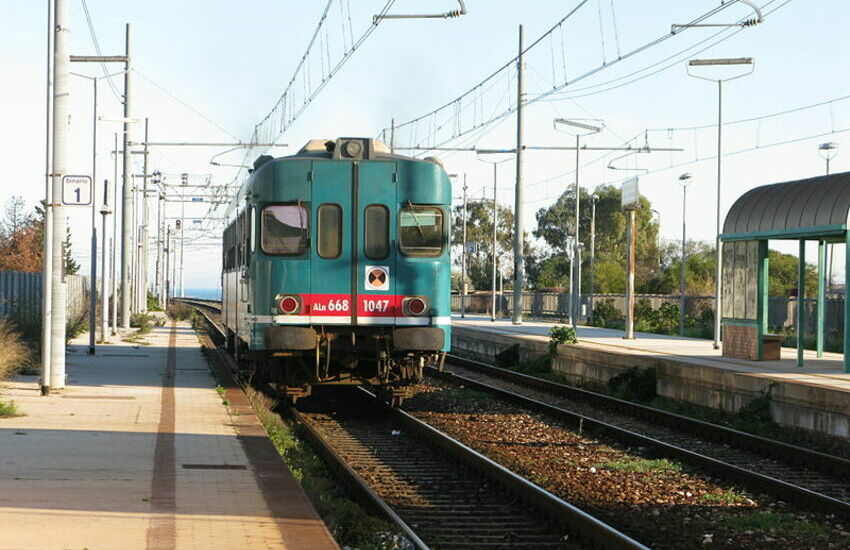 """Bimbo di sei anni prende il treno per raggiungere la mamma: """"fermato"""" dal Capotreno"""
