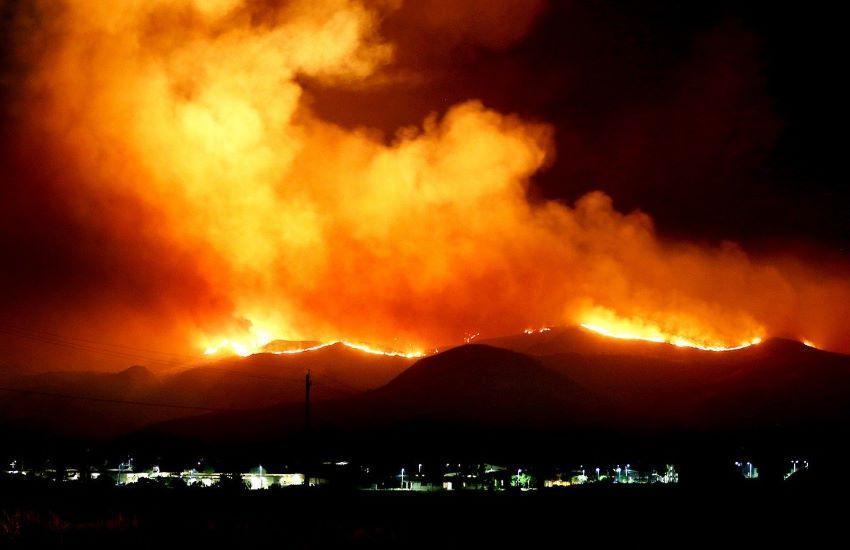 """Incendio nei pressi di Los Angeles quasi 8000 gli sfollati. Fiamme """"fuori controllo"""""""