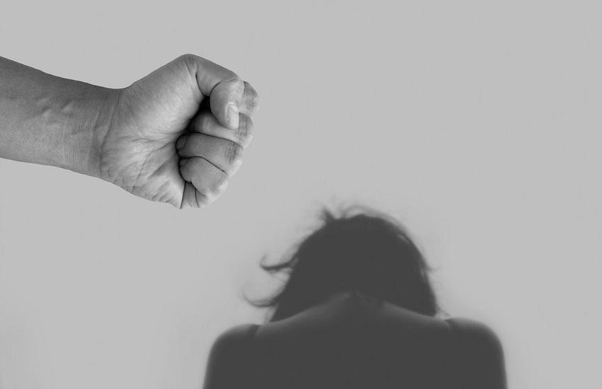 Benevento: uomo maltratta moglie e figlio, arrestato