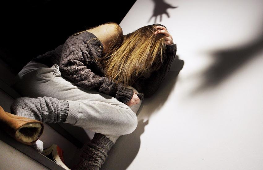 Si masturba davanti ad una 17enne dopo averle sottratto il cellulare. Arrestato 24enne leccese
