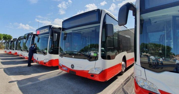 Trasporto scolastico, a Bari i primi 8 bus ibridi, con videocamere e plexiglass protettivo per l'autista
