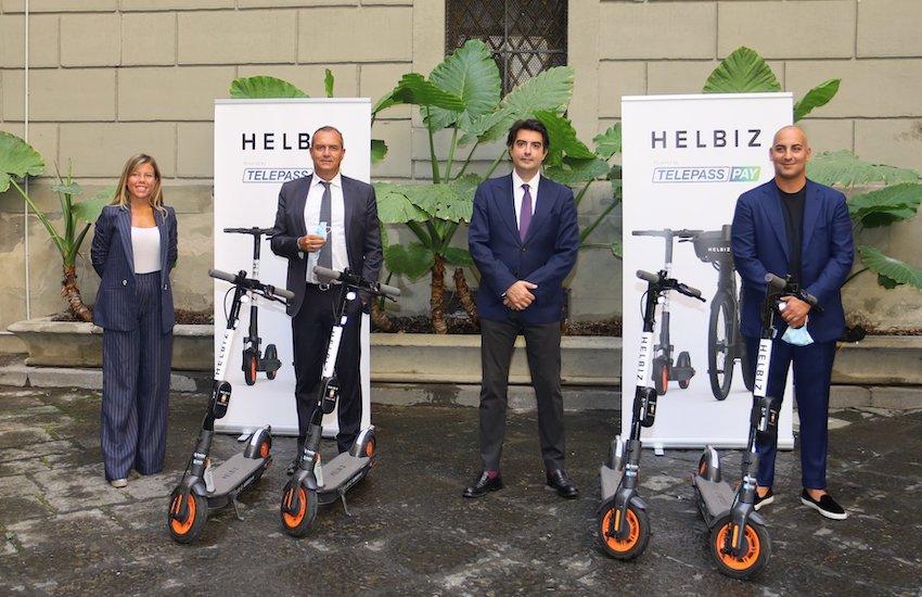 Napoli, al via il servizio di sharing: 900 monopattini elettrici per la mobilità cittadina