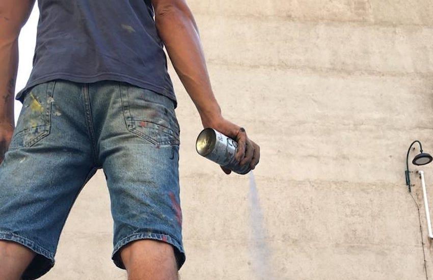 A San Pietro a Patierno il nuovo murales di Jorit dedicato a Nino D'Angelo